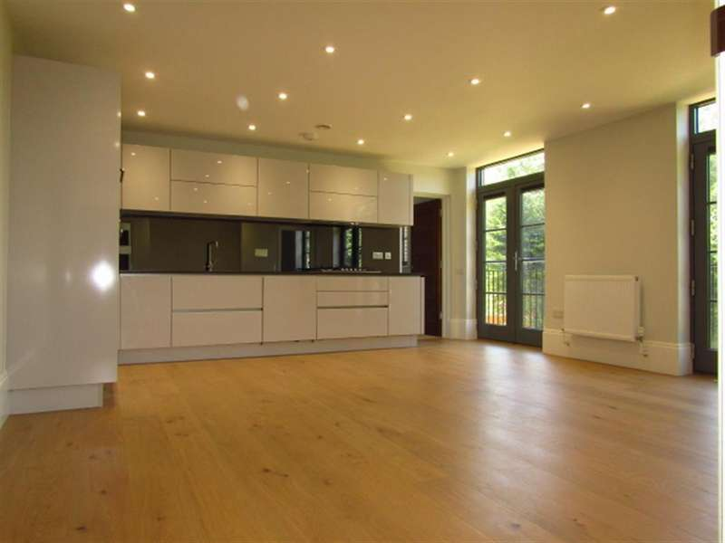 2 Bedrooms Apartment Flat for sale in 23 Crown House, Crown Drive, Farnham Royal, Berkshire, SL2 3EE