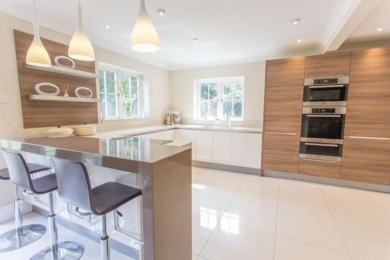 5 Bedrooms Detached House for sale in Favoured location, ASCOT, BERKSHIRE, SL5 8QB