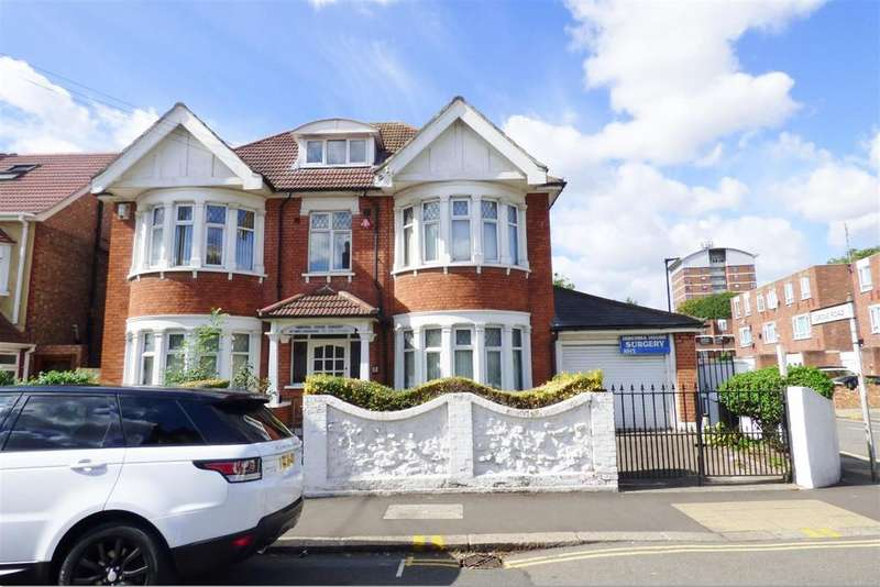 8 Bedrooms Detached House for sale in Hibernia Road, Hounslow, TW3