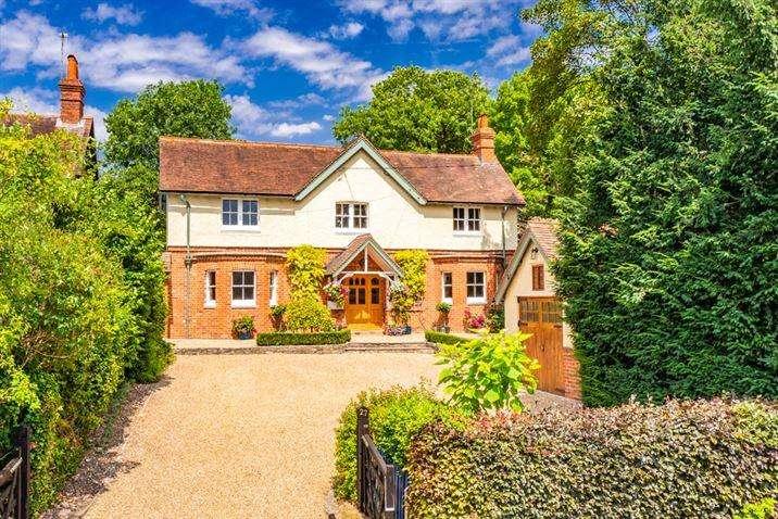 4 Bedrooms Detached House for sale in Sheppey Cottage, Goring on Thames, RG8