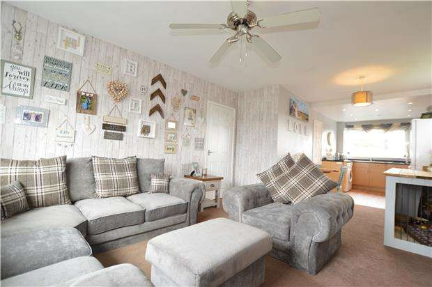 2 Bedrooms Flat for sale in Chargrove, Yate, BRISTOL, BS37 4LG