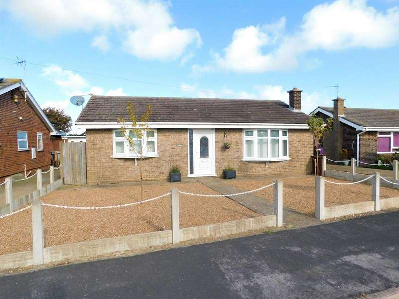 2 Bedrooms Detached Bungalow for sale in Champion Way, Mablethorpe,