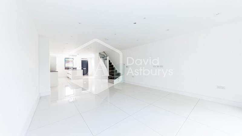 4 Bedrooms Town House for sale in Camfrey Court, Priory Road, Crouch End N8