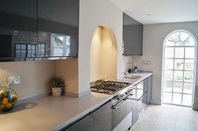 3 Bedrooms Terraced House for sale in Dowry Road, Clifton, Bristol, BS8