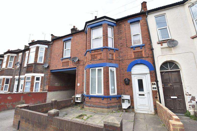 3 Bedrooms Apartment Flat for sale in Cromwell Road, Luton