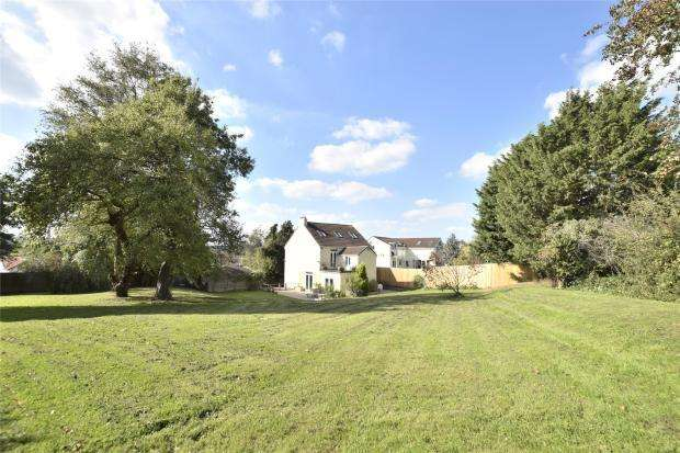 5 Bedrooms Detached House for sale in Rosedale House, Norman Road, Siston Common,BS30 5JA