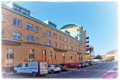 3 Bedrooms Flat for sale in Old Rutherglen Road, New Gorbals, Glasgow