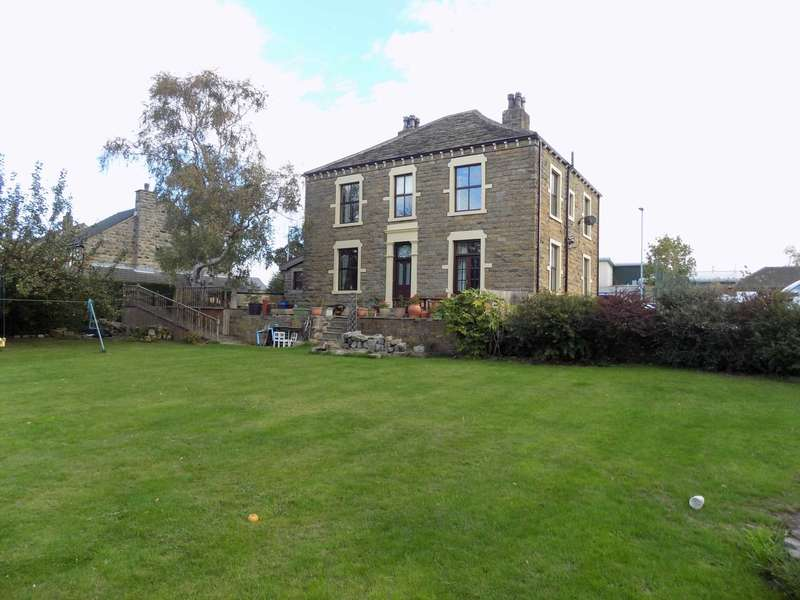 4 Bedrooms Detached House for sale in The Knoll, Fall Lane, East Ardsley, WF3 2BA
