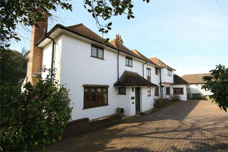 5 Bedrooms Detached House for sale in Clavering Walk, Cooden, Bexhill on Sea