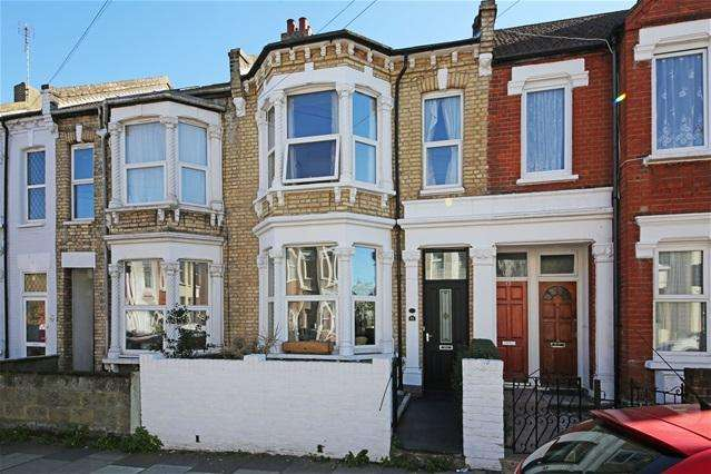 3 Bedrooms Terraced House for sale in Mellison Road, Tooting, Tooting
