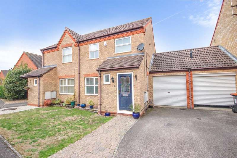 3 Bedrooms Semi Detached House for sale in Ravensburgh Close, Barton Le Clay , MK45