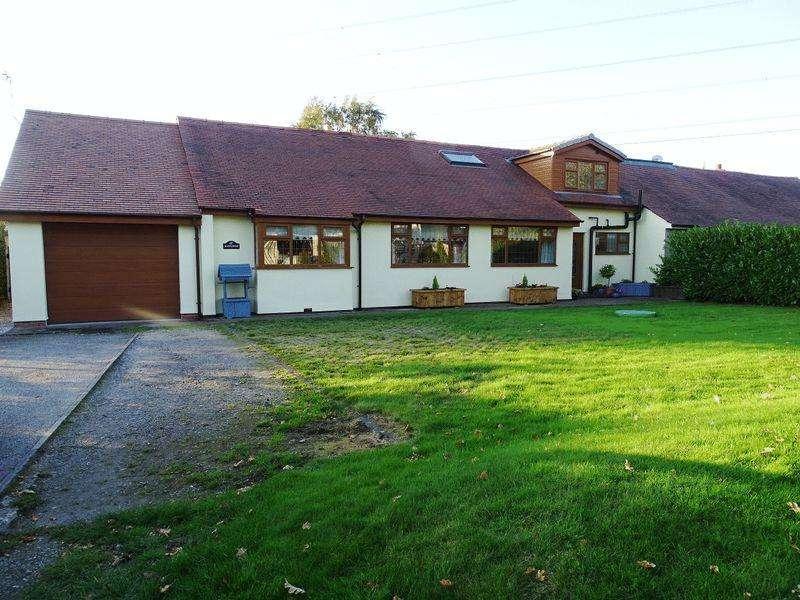 5 Bedrooms Bungalow for sale in Old School Lane, Lostock Hall, Preston