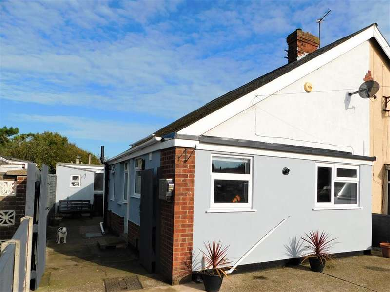 3 Bedrooms Semi Detached House for sale in Waterloo Road, Mablethorpe, LN12 1JX