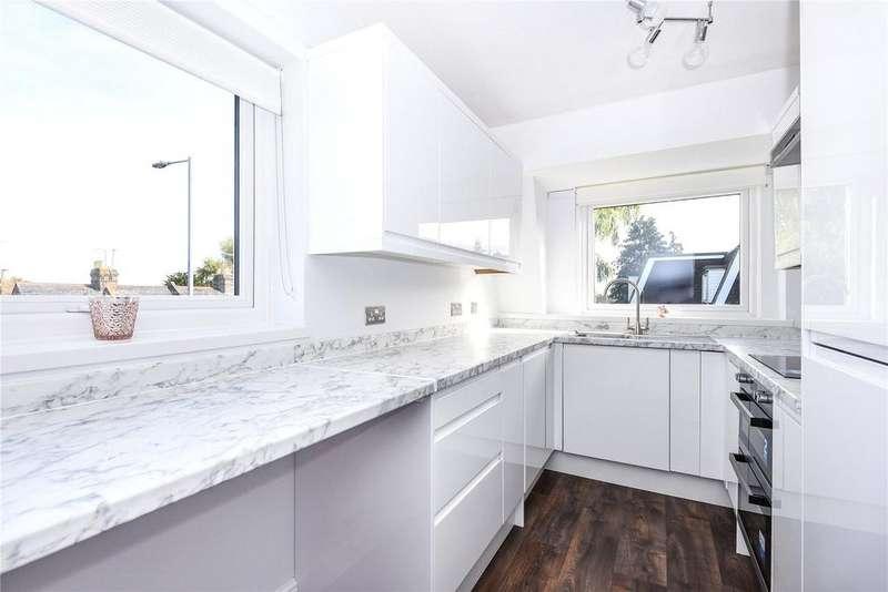 2 Bedrooms Apartment Flat for sale in Deacon Court, Dedworth Road, Windsor, Berkshire, SL4