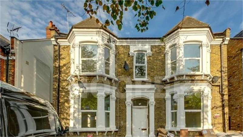 2 Bedrooms Flat for sale in Connaught Road, London, NW10