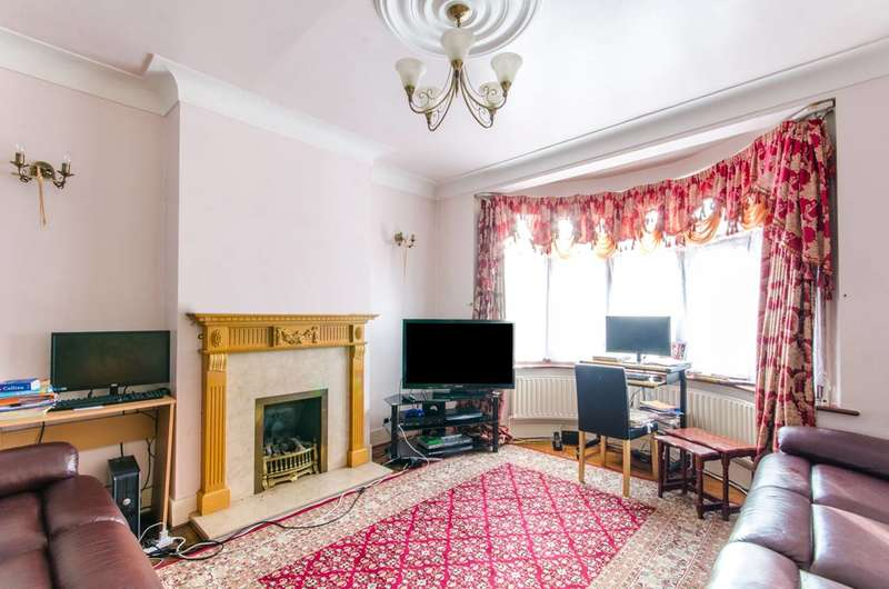 3 Bedrooms House for sale in Kent View Gardens, Seven Kings, IG3