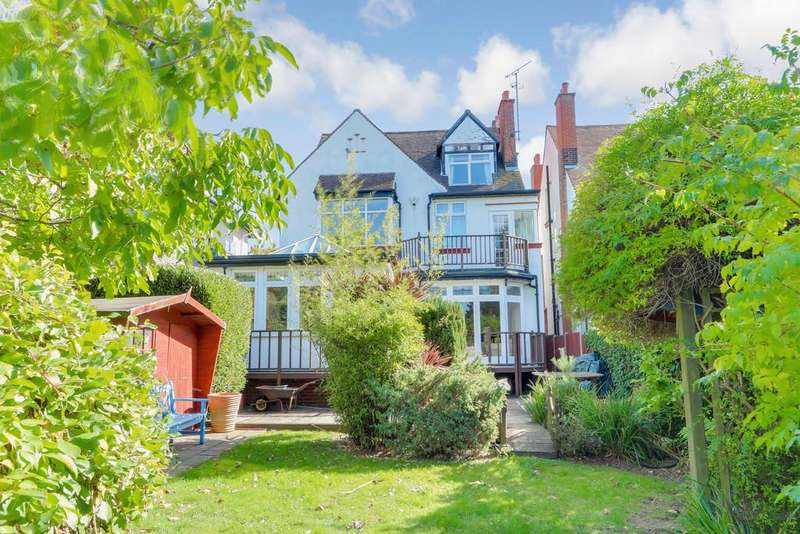 5 Bedrooms Detached House for sale in Drake Road, Westcliff-on-Sea