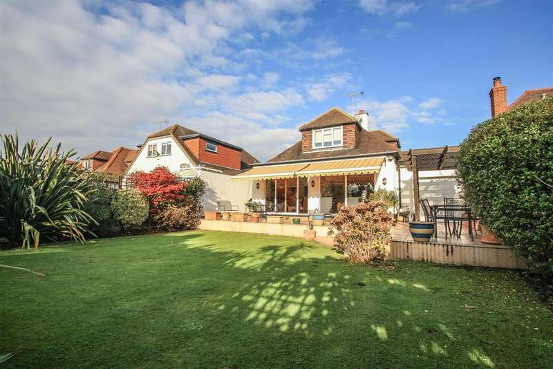 4 Bedrooms Detached Bungalow for sale in Crosby Road, Chalkwell