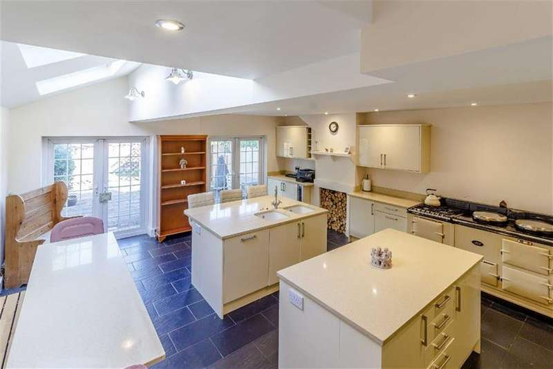 5 Bedrooms Terraced House for sale in Lower Road, Chorleywood