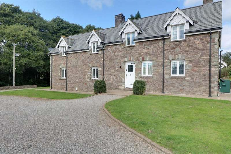 4 Bedrooms Detached House for sale in Llandevaud, Newport