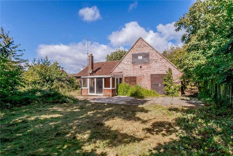 4 Bedrooms House for sale in Pinchington Lane, Newbury, Berkshire, RG14