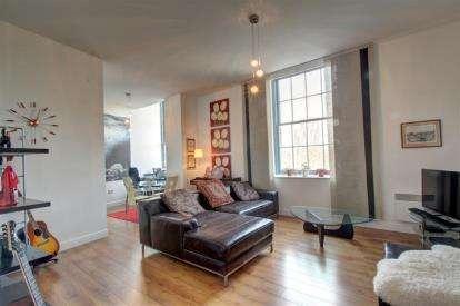 2 Bedrooms Flat for sale in Kenilworth House, Fletcher Road, Gateshead, Tyne and Wear, NE8