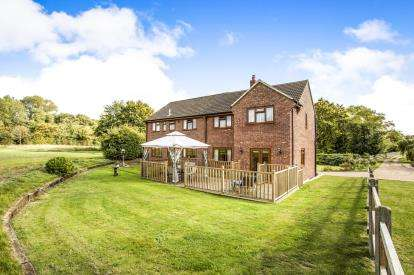 6 Bedrooms Detached House for sale in Attleborough