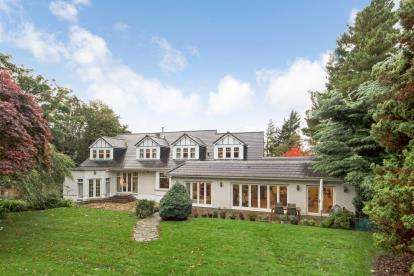 5 Bedrooms Detached House for sale in Carmunnock Road, Busby