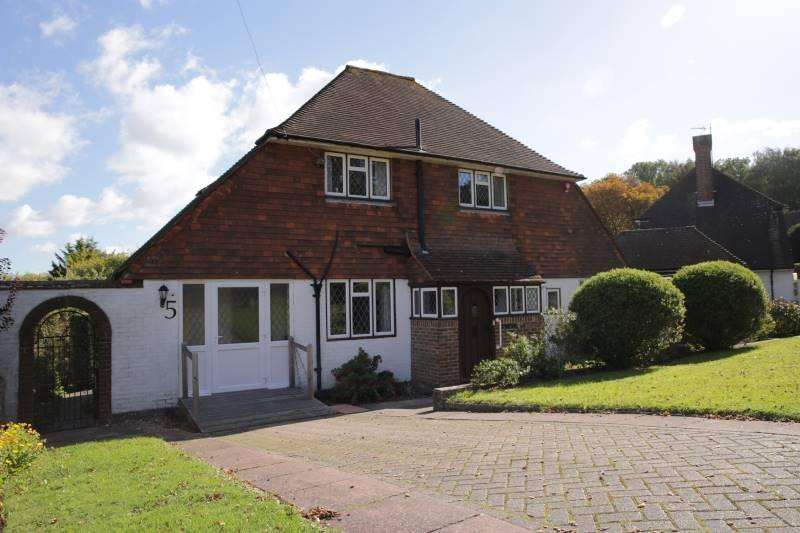 3 Bedrooms Detached House for sale in Manor Way, Eastbourne BN20