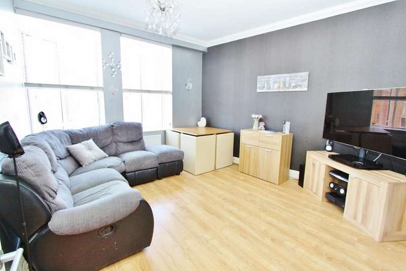 2 Bedrooms Apartment Flat for sale in South Street, Romford, RM1
