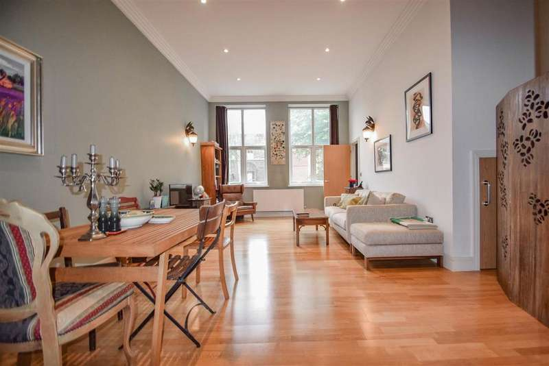2 Bedrooms Flat for sale in Amhurst Road, N16