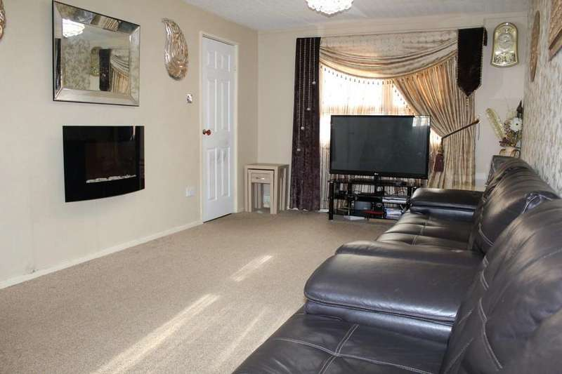 2 Bedrooms Town House for sale in Higgs Close, Goodwood, Leicester