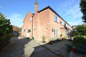 3 Bedrooms End Of Terrace House for sale in Greenhills Close, Macclesfield, Cheshire, SK11 7DS