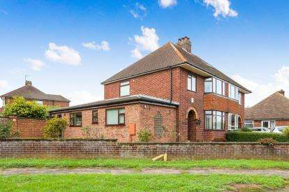4 Bedrooms Semi Detached House for sale in Oak Road, Flitwick, Bedford, Bedfordshire