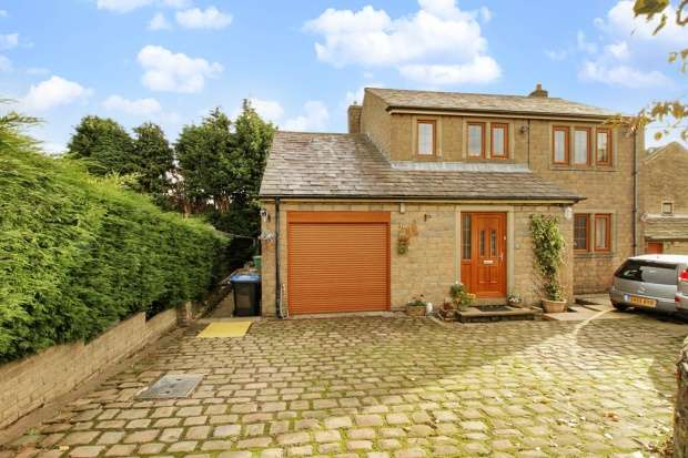 6 Bedrooms Detached House for sale in New House Lane, Queensbury, Bradford, West Yorkshire, BD13 1EE