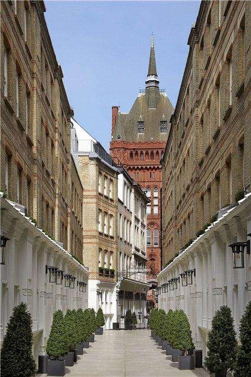 2 Bedrooms Flat for sale in Pinks Mews, 1-6 Dyer's Buildings, Holborn, London, EC1N