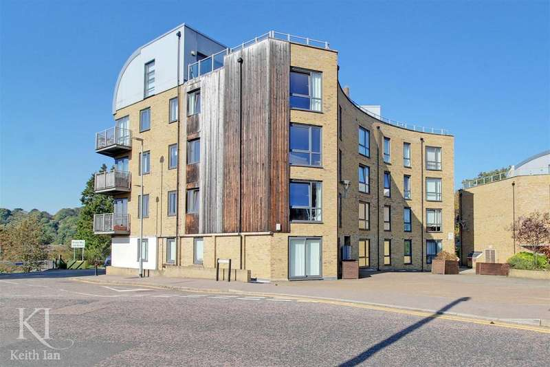 2 Bedrooms Apartment Flat for sale in Elder Court, Hertford - Ground floor with Balcony River Views