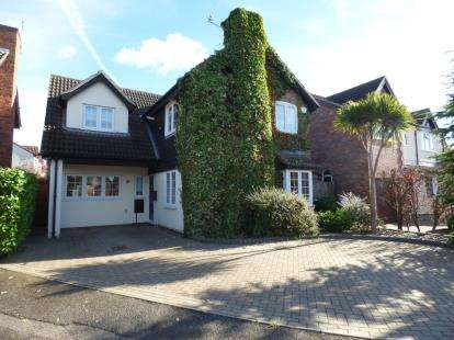 3 Bedrooms Detached House for sale in Hornchurch, Essex