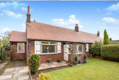 3 Bedrooms Bungalow for sale in Stalybridge Road, Mottram, Hyde, United Kingdom