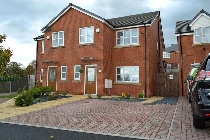 3 Bedrooms Semi Detached House for sale in Kings Road, Shaw, Oldham, OL2 7BJ