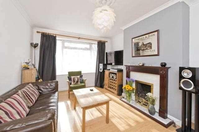 2 Bedrooms Maisonette Flat for sale in Crimsworth Road, London