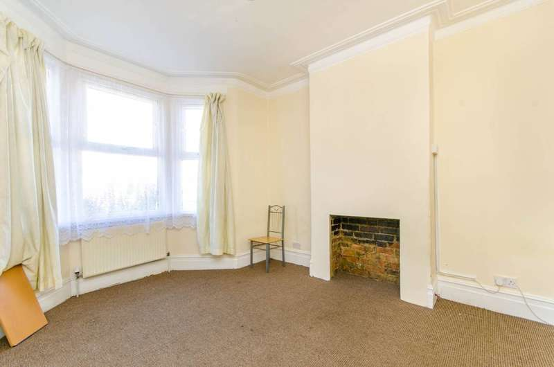 3 Bedrooms House for sale in Hampton Road, Ilford, IG1