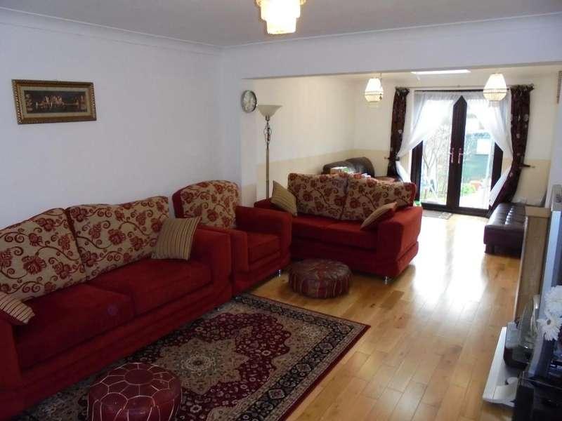 5 Bedrooms Semi Detached House for sale in Blake Avenue, Barking, IG11