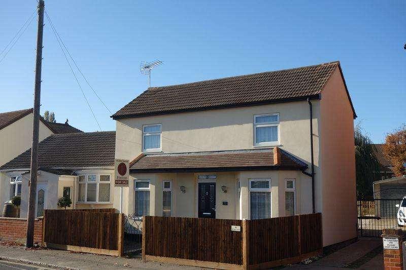 4 Bedrooms Detached House for sale in Lower Farnham Road, Aldershot