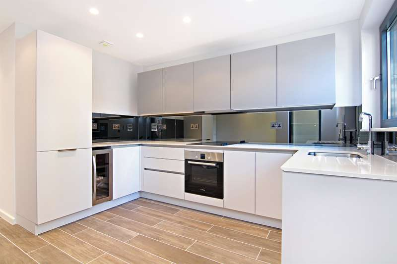 3 Bedrooms Flat for sale in Boundary Lane, London, SE17 2BH