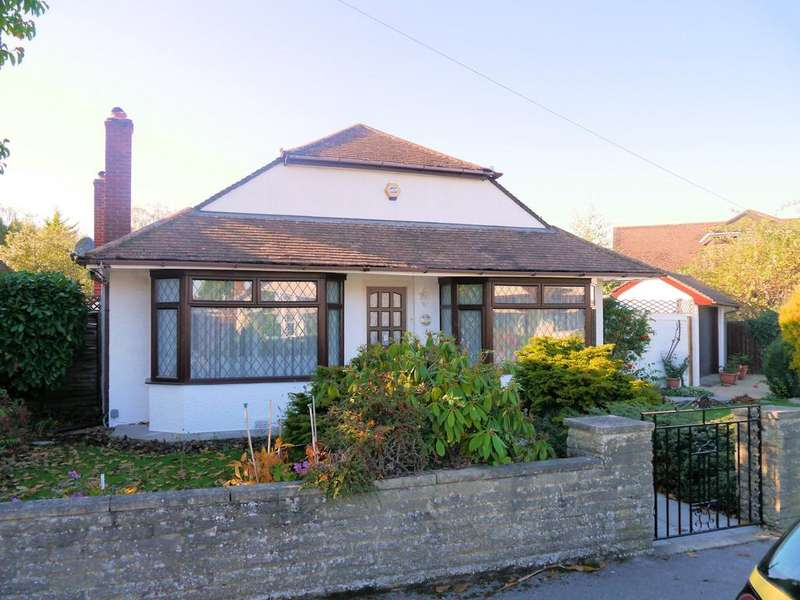 3 Bedrooms Detached Bungalow for sale in St Andrews Avenue, Windsor SL4