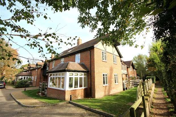 3 Bedrooms Flat for sale in King Edward Place, Wheathampstead