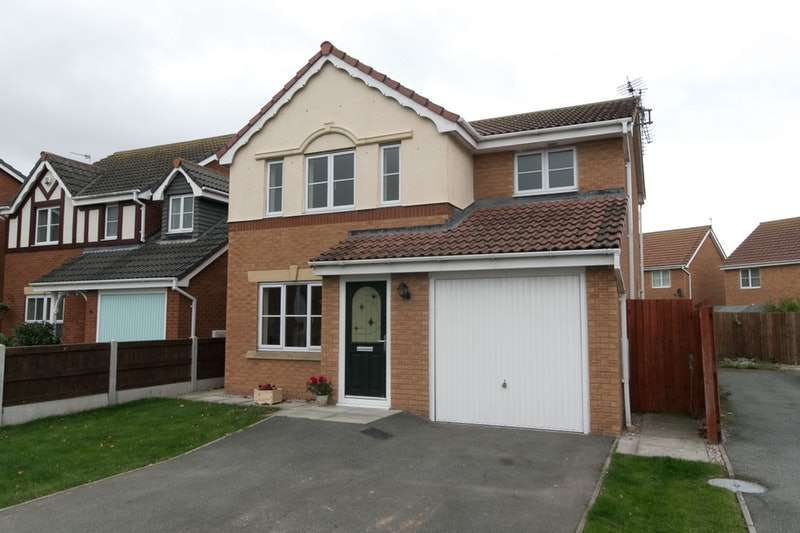 3 Bedrooms Detached House for sale in Llys ogwen, Prestatyn, Denbighshire, LL19