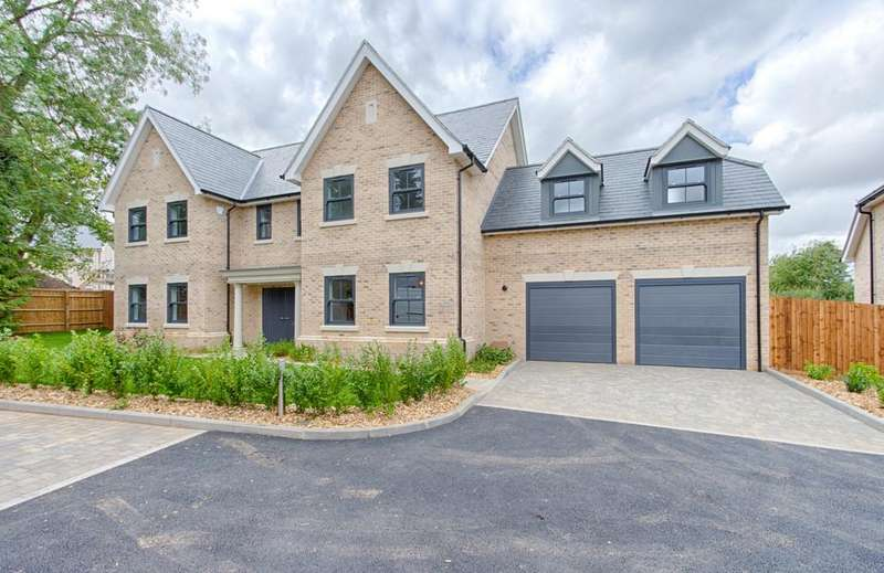 5 Bedrooms Detached House for sale in Chantry Place, Bishop's Stortford