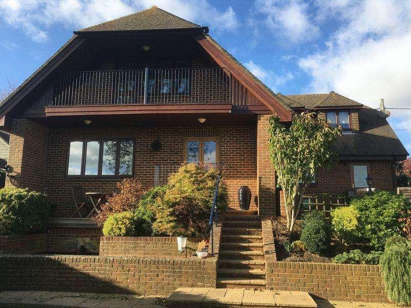 4 Bedrooms Detached House for sale in Hawkinge, Folkestone